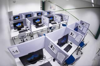 Valokuva Pinni A -rakennuksen EXAM-tilasta.