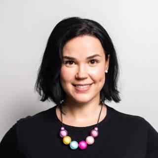 Valokuva, lähikuvassa Noora Nyberg.