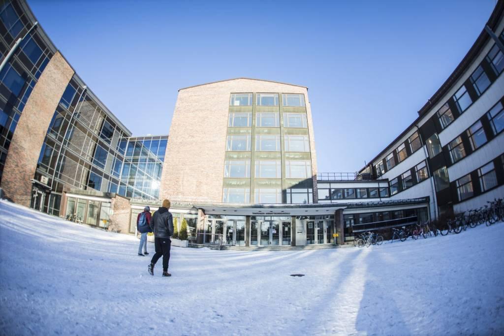 Tampereen ammattikorkeakoulu talvella.