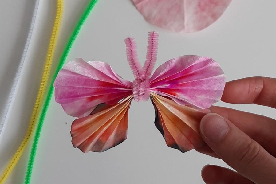 valokuva, virtuaali-tiedepysäkin ohjeella tehty kromatografiaperhonen